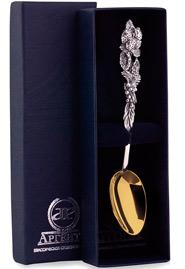 Ложка чайная серебряная с позолотой «Натюрморт»