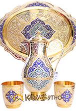 Серебряный с позолотой кувшин и пара стаканов на подносе