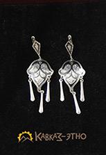 Серьги с тремя подвесками из кубачинского серебра с гравировкой и чернением