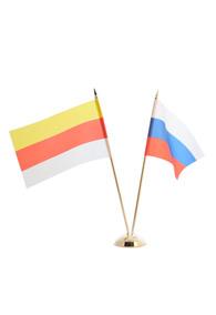 Пара флагов: российский и осетинский