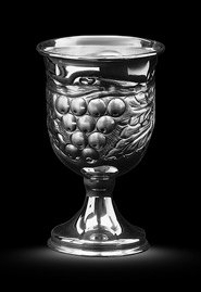 Рюмка из серебра «Виноградная лоза»