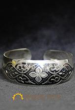 Браслет серебряный с традиционным орнаментом