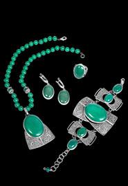 Комплект украшений из серебра с нефритом «Боярыня»