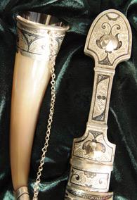 Набор из серебра: кинжал и 2 рога