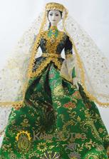 Кукла в зеленом азербайджанском платье