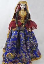 Фарфоровая сувенирная кукла в азербайджанском платье