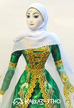 Фарфоровая кукла в национальном чеченском наряде