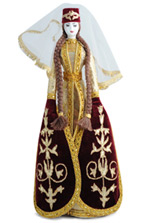 Фарфоровая кукла в праздничном осетинском платье