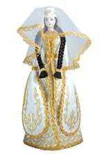 Кукла в осетинском белом платье с золотой вывшивкой