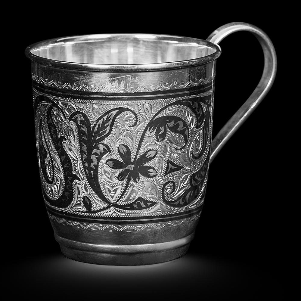 Кружка серебряная с чернением и гравировкой ручной работы