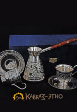 Серебряная джезва и две кофейные чашки от кубачинских мастеров