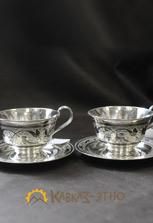 Две серебряные чашки для чая
