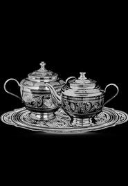Серебряный чайный набор — чайник и сахарница на подносе. Кубачи