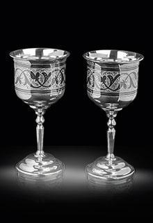 Классические серебряные винные фужеры