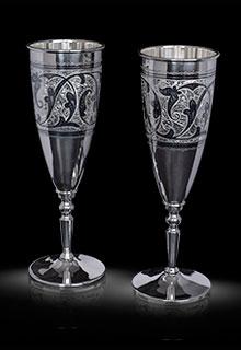 Бокалы для шампанского из кубачинского серебра. Украшены растительным узором