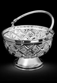 Конфетница серебряная с алмазной гравировкой. Кубачи