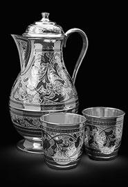 Серебряный кувшин и два стакана