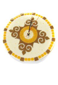 Часы с орнаментом в форме креста